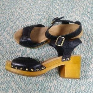 UGG Black Janie Clog Leather and Wood Sandal. 6
